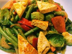 45177465902_fcf8cd615a_o-300x225 Easy Vegan Red Coconut Curry Stir Fry